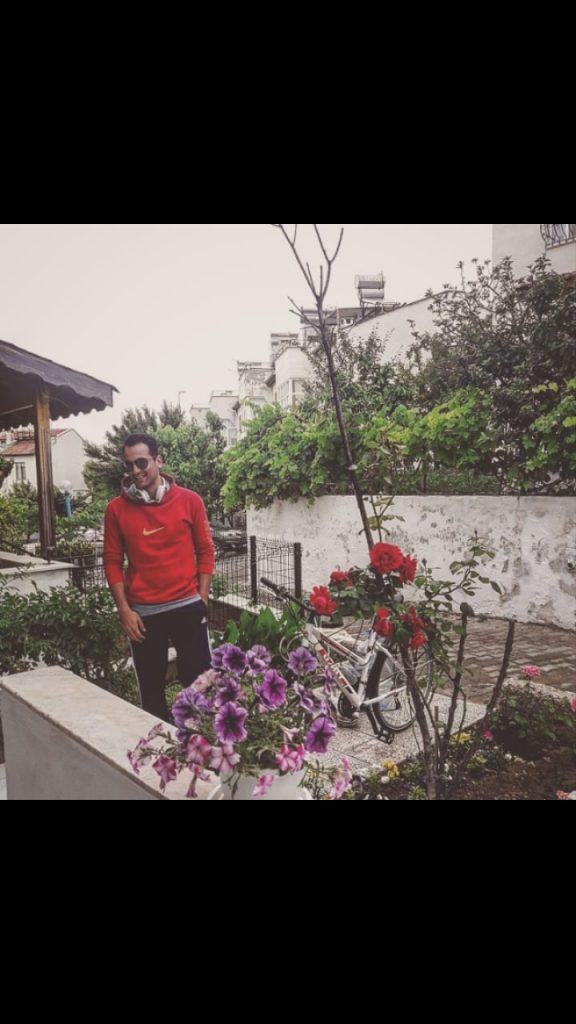 Yazlığın ön bahçesinden | Pelitköy | Burhaniye